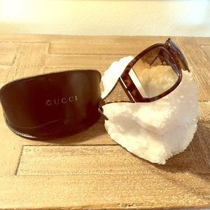 Gucci Tortoise/Gold GG Sunglasses & case